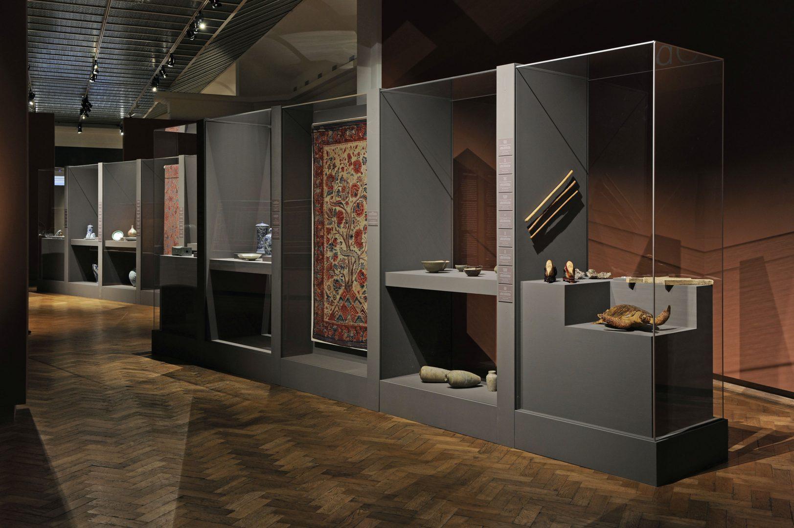 museums vitrinen und ausstellungstechnik. Black Bedroom Furniture Sets. Home Design Ideas